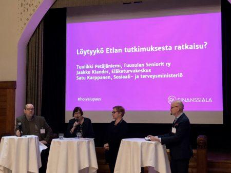 Paneelikeskustelussa Tuulikka Petäjäniemi, Jaakko Kiander ja Satu Karppanen.
